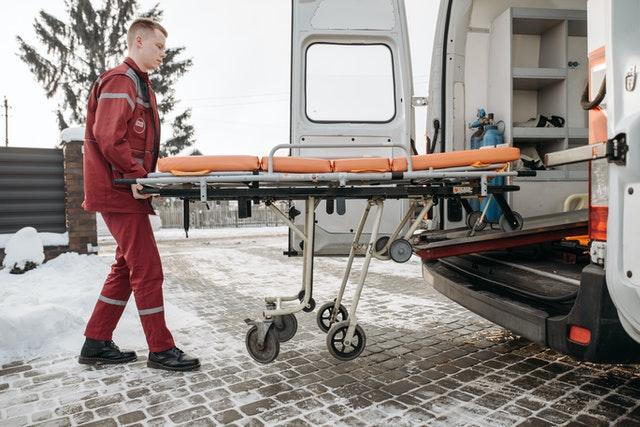 Ile zarabia ratownik medyczny